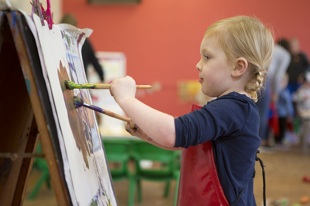 ST Saviours pre-school St Albans - Child Painting