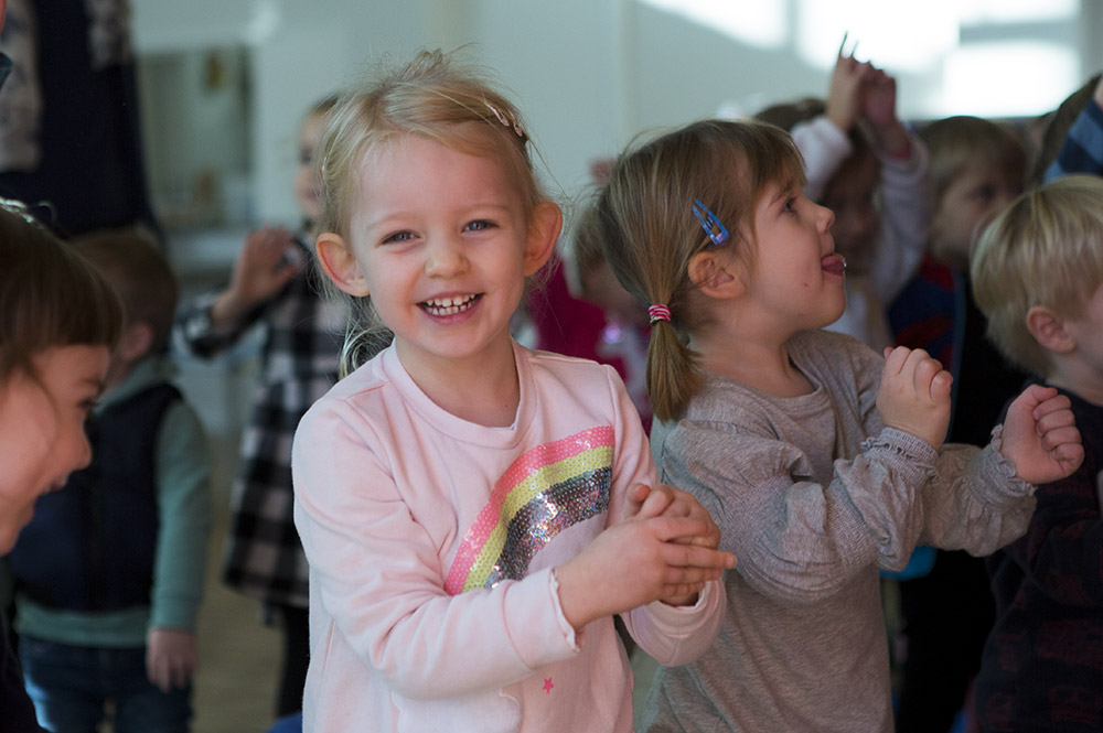 St Saviours pre-school St Albans - Children singing and dancing